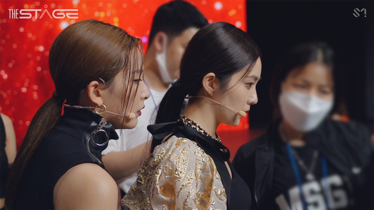 Red Velvet - IRENE & SEULGI THE STAGE Behind The Scenes