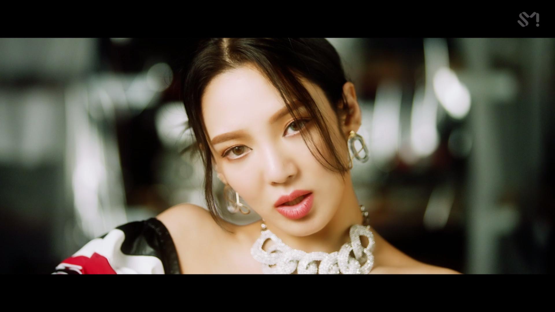 HYO 'DESSERT (Feat. Loopy, SOYEON ((G)I-DLE)' MV