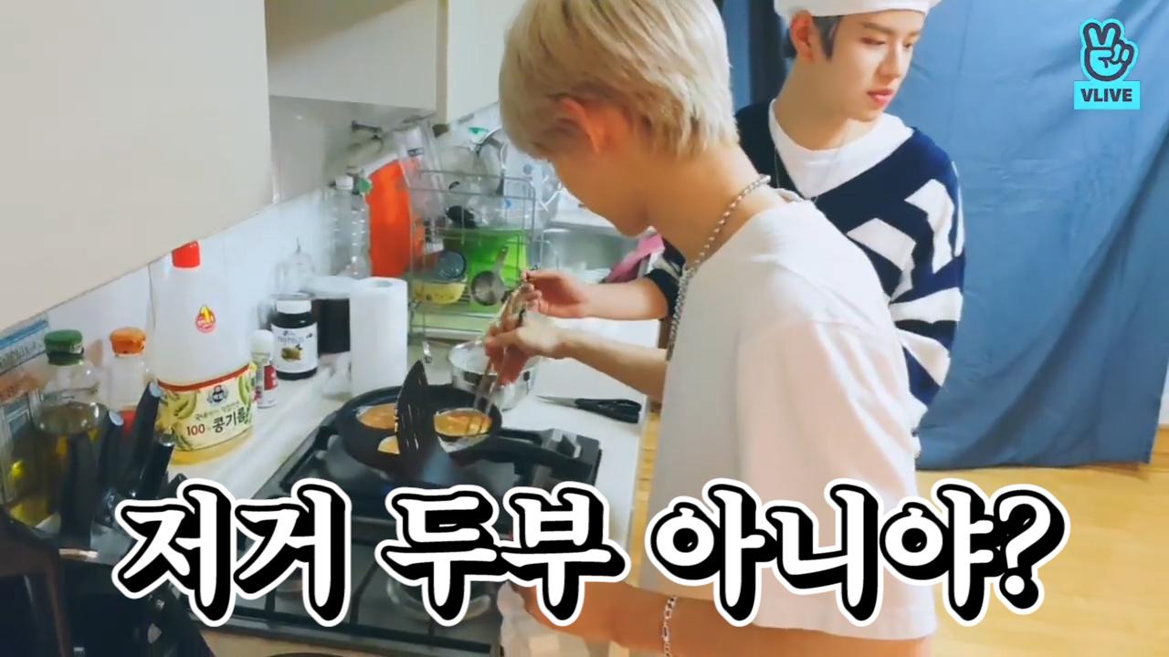 [Stray Kids] 👨🍳네 손님!! 댕냥스쿨 神메뉴 두부지짐 팬케이크입니다!!🥞 (SEUNGMIN & FELIX cooking souffle pancake)