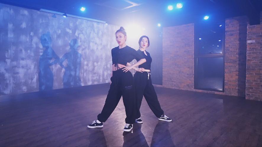 """Red Velvet - IRENE & SEULGI """"Naughty"""" Choreography Video"""