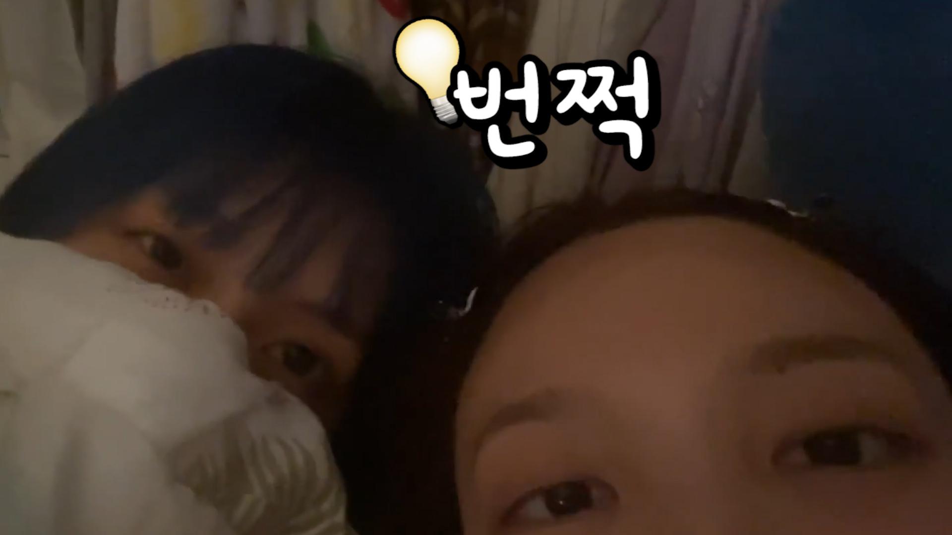[TWICE] 천재 조명감독견과 함께하는 복자매 BOO이앱✨ (NAYEON&MOMO's V with BOO)