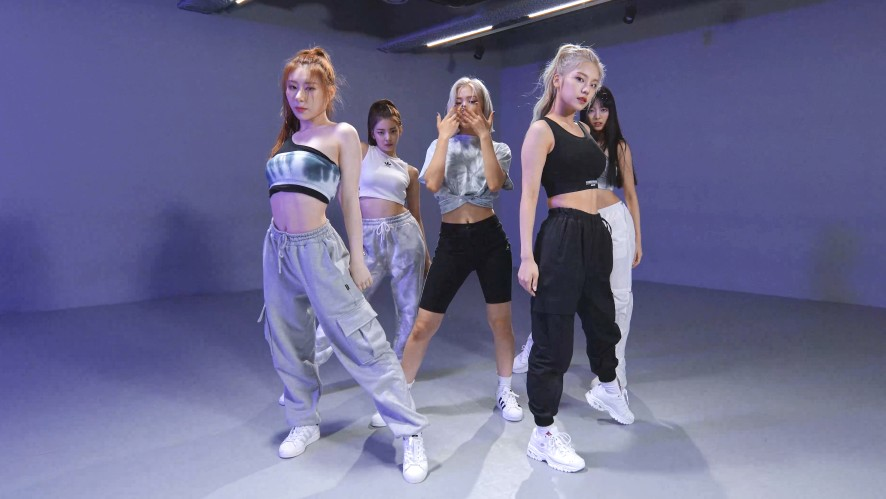 """ITZY(있지) """"Not Shy"""" Dance Practice (Moving Ver.)"""