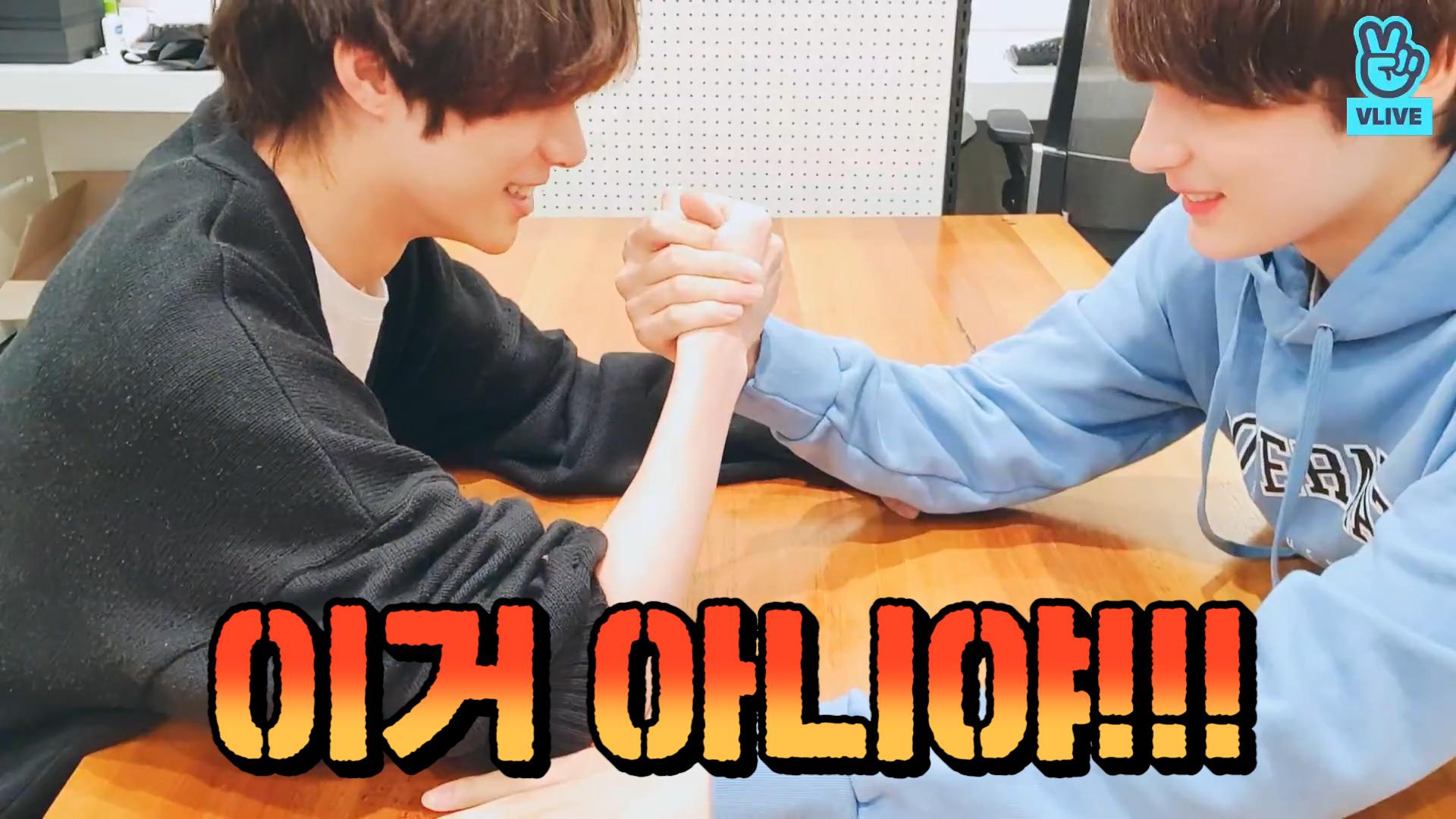 [TXT] 멈춰버린 팔씨름 안에서 발견한 뀨닝의 귀여움💪 (Beomgyu&Hueningkai doing arm wrestling)