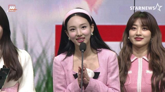 '2관왕' 트와이스(TWICE) – 대상 Grand Prize Singer of the Year Award – AAA 최애돌 인기상