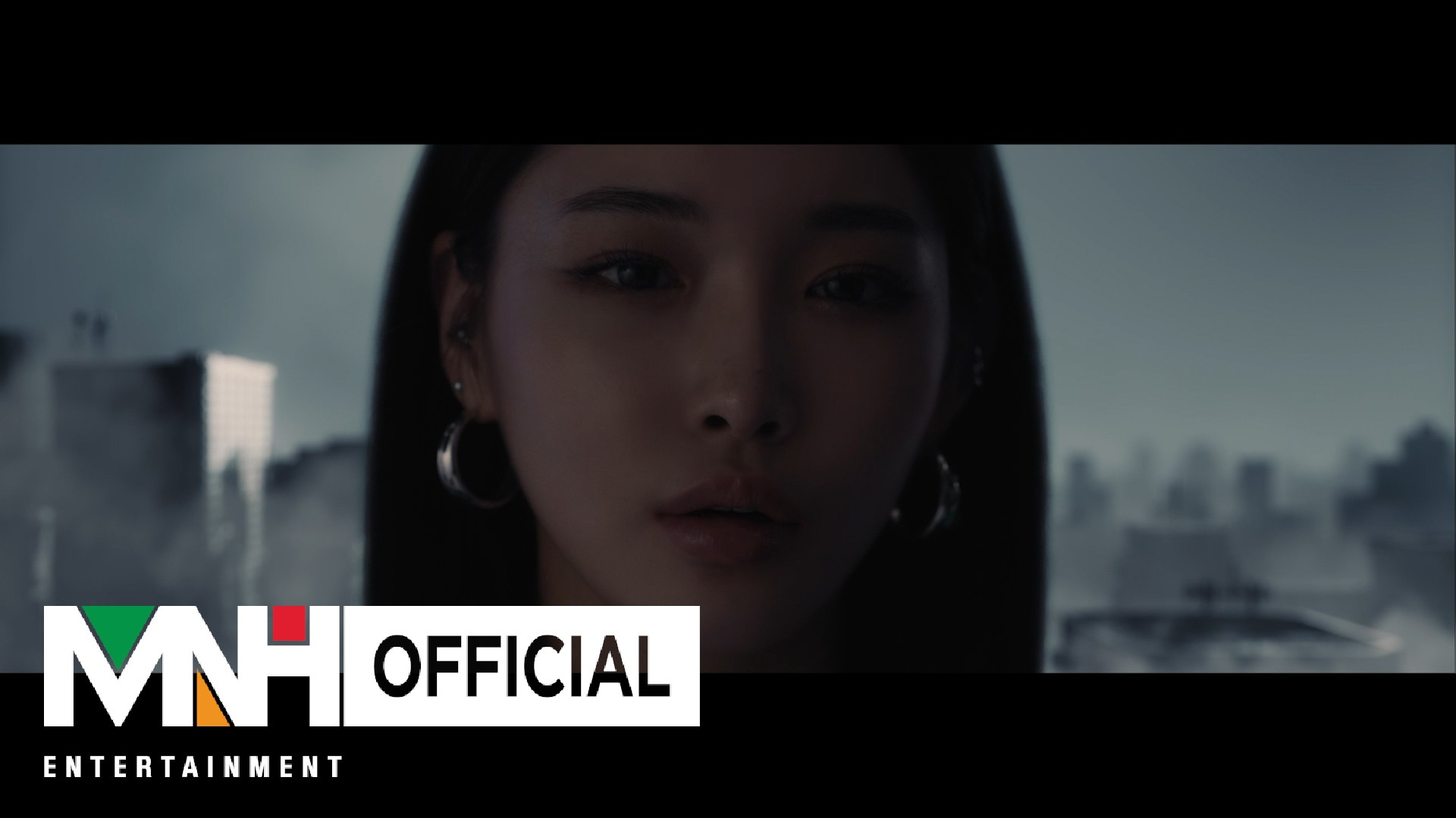 CHUNG HA 청하 'X (걸어온 길에 꽃밭 따윈 없었죠)' MV