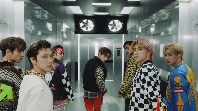 WayV 威神V '秘境 (Kick Back)' MV