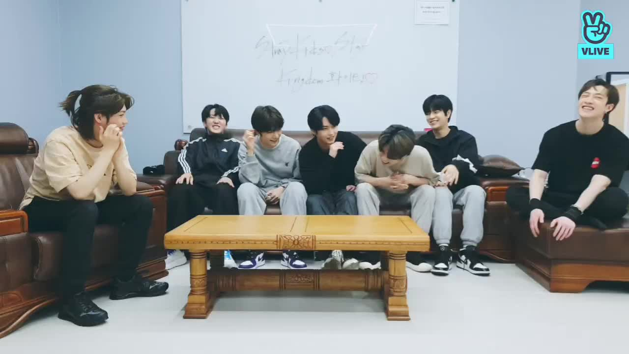 <킹덤>첫 방송 기념 D-DAY LIVE !!Stray Kids👑♥️