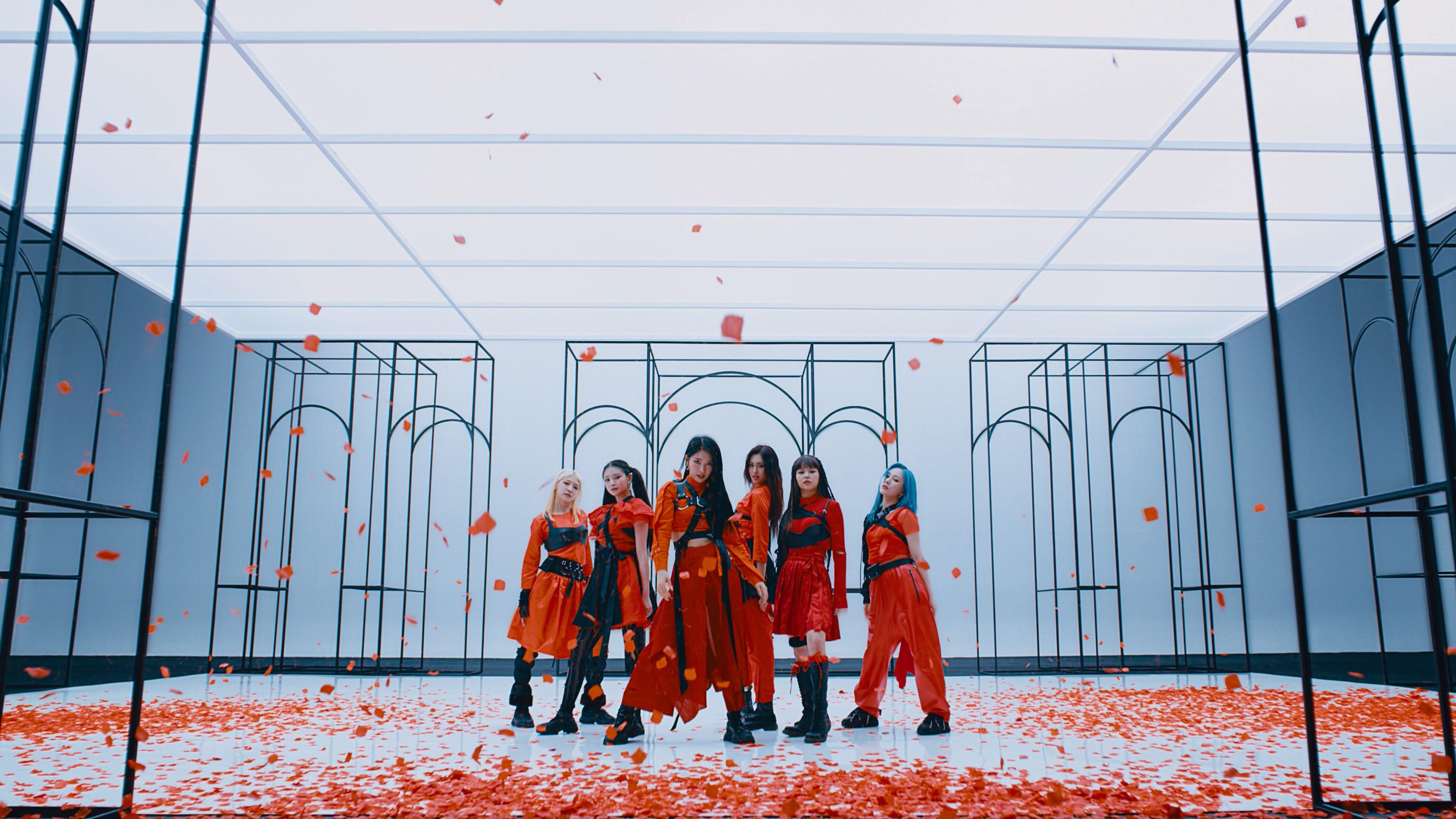 EVERGLOW(에버글로우) - 'FIRST' MV
