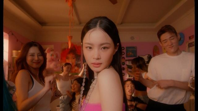 이하이 (LeeHi) - '빨간 립스틱 (Red Lipstick) (Feat. 윤미래)' MV / on YouTube