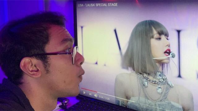 Watching MV n singingg with me
